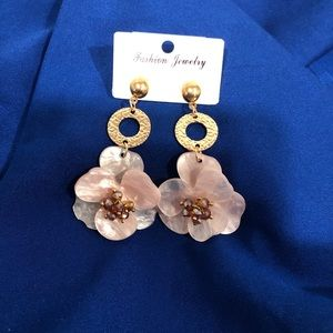 Jewelry - Brand new dangle flower statement earrings